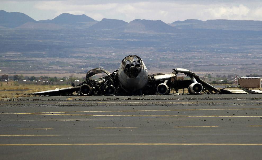 Бывший йеменский военно-транспортный самолет