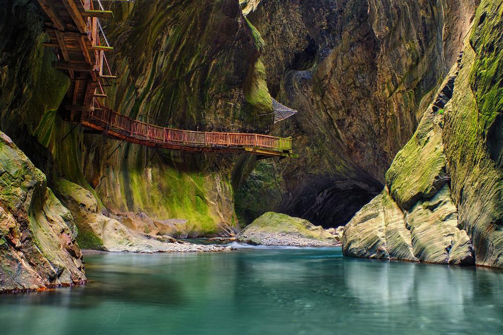 Живописная дорожка в Швейцарии