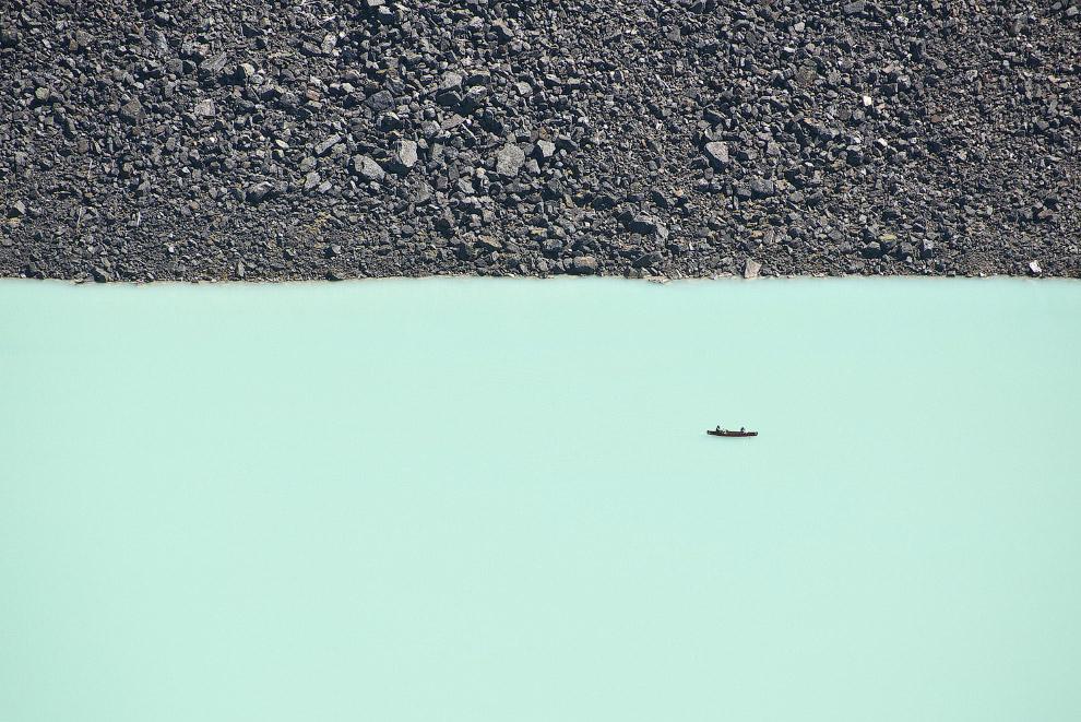 Двое в лодке. Национальный парк Банф, Канада