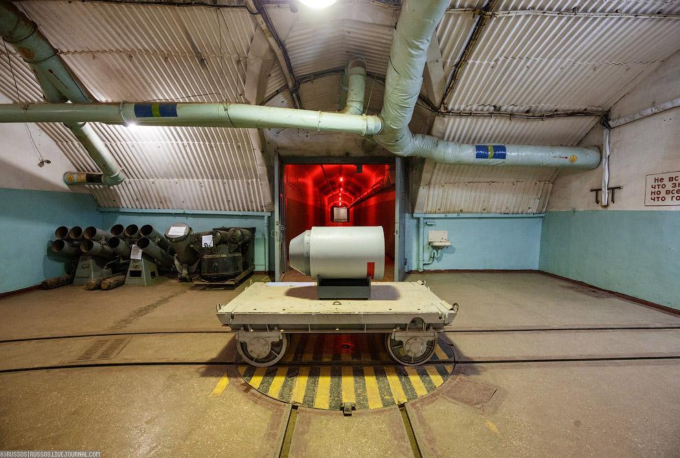 Родная тележка с макетом ядерной боевой частью торпеды.