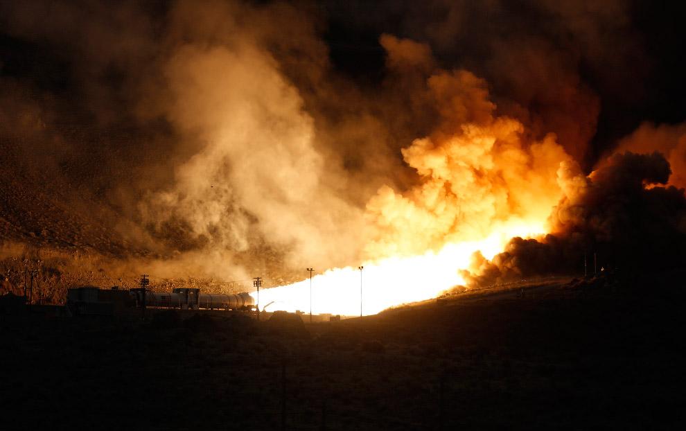 Испытания твердотопливного ракетного двигателя в штате Юта