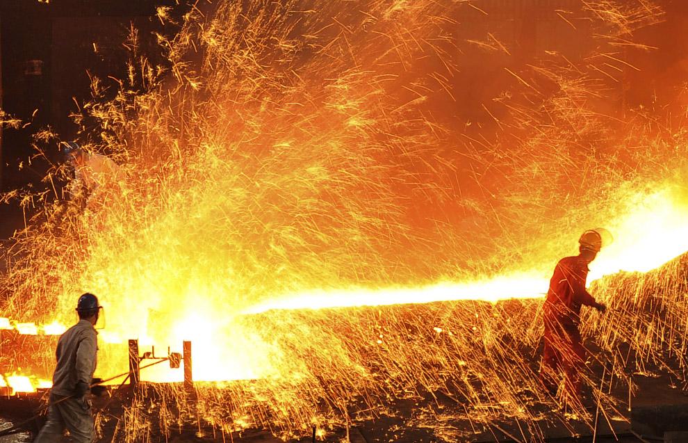 Огонь в сталелитейном цехе в китайской провинции Ляонин