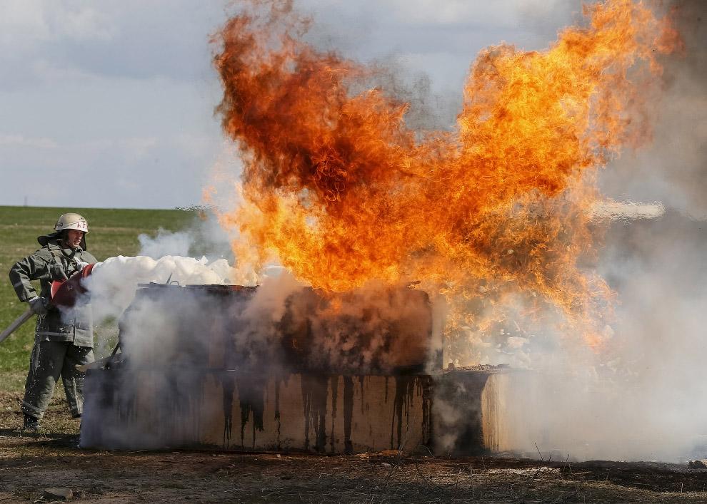 Учения пожарных в селе Боярка под Киевом