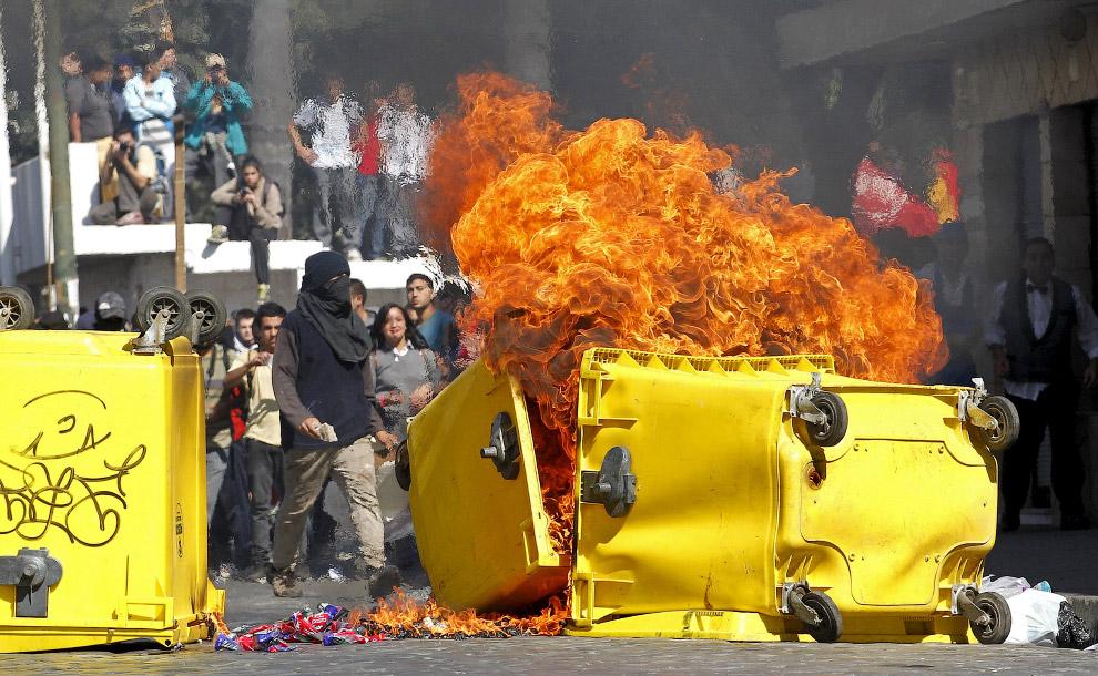 Огонь во время протестов в Вальпараисо