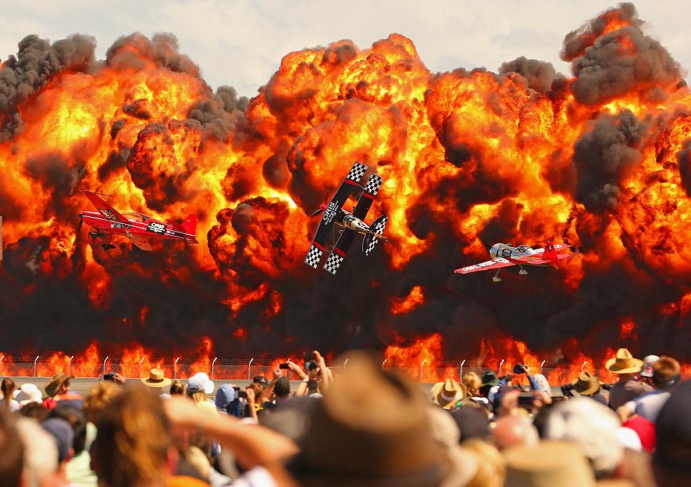 Огненное шоу на австралийском Международном авиасалоне