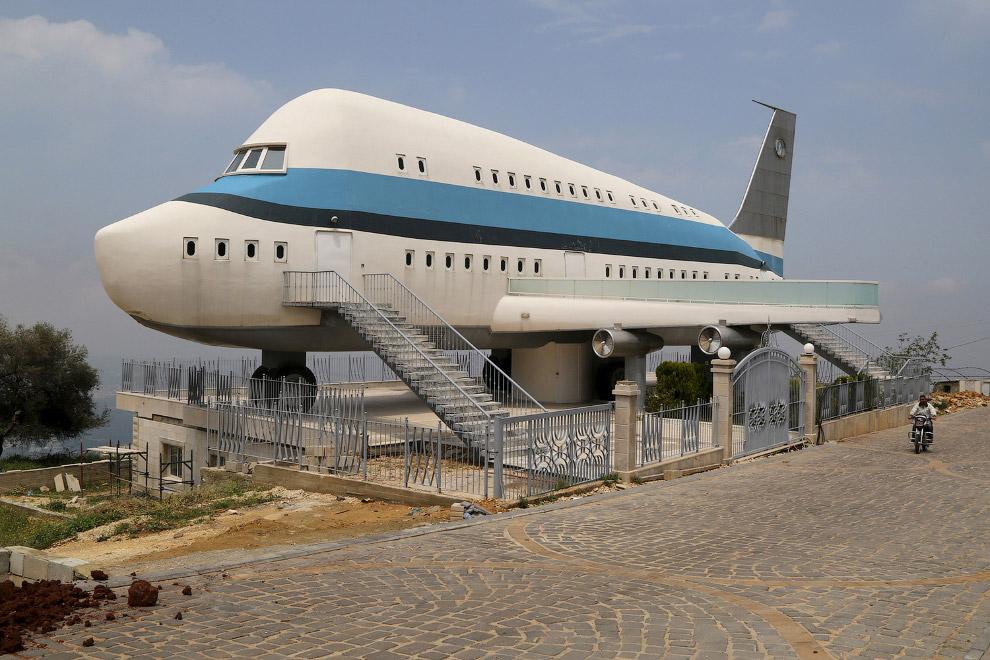 Будинок-літак в Лівані
