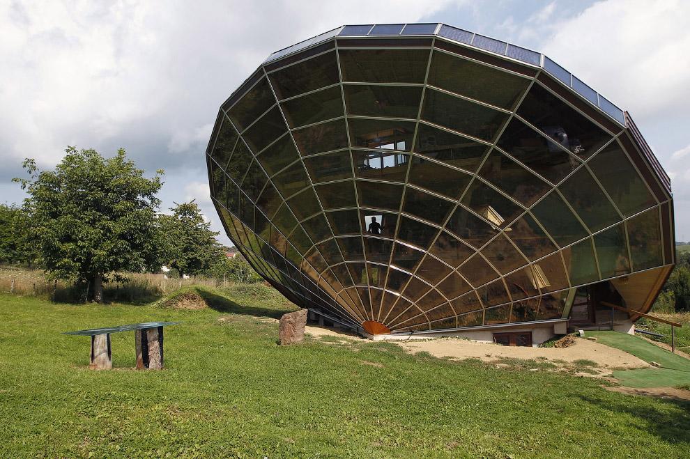 Экологичный дом-солнечные часы