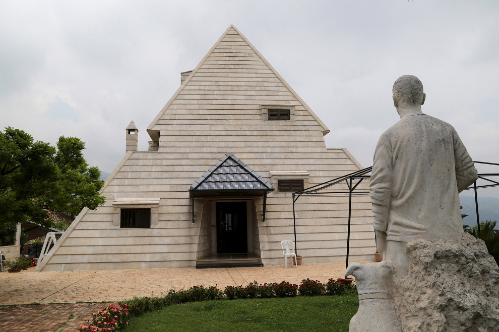 Незвичайний будинок-піраміда півночі Лівану