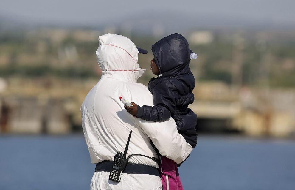407 мигрантов прибыли в Сицилию