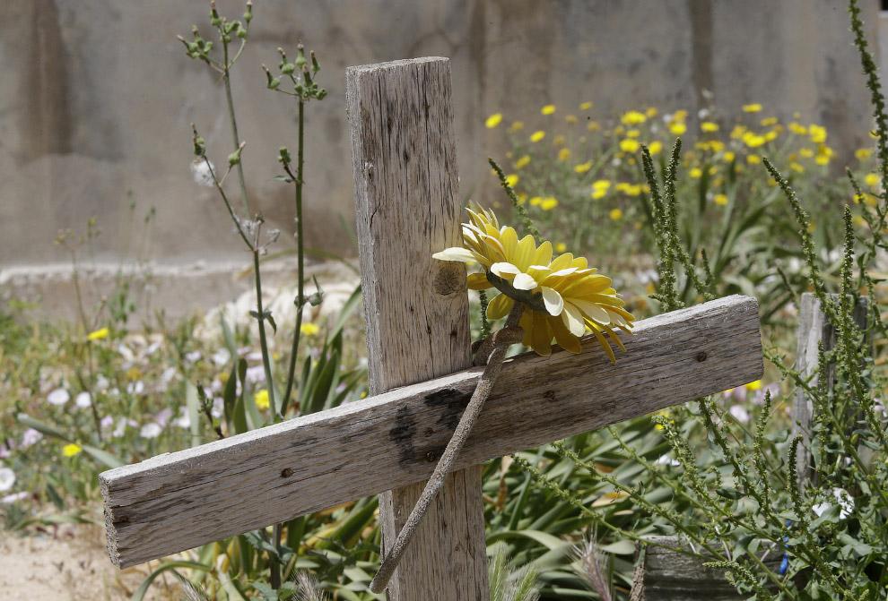Кладбище мигрантов на острове Лампедуза, южная Италия