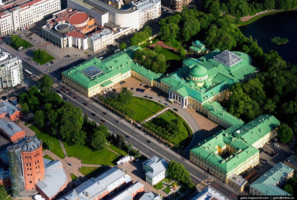 Таврический дворец — штаб-квартира Межпарламентской ассамблеи государств — участников СНГ.