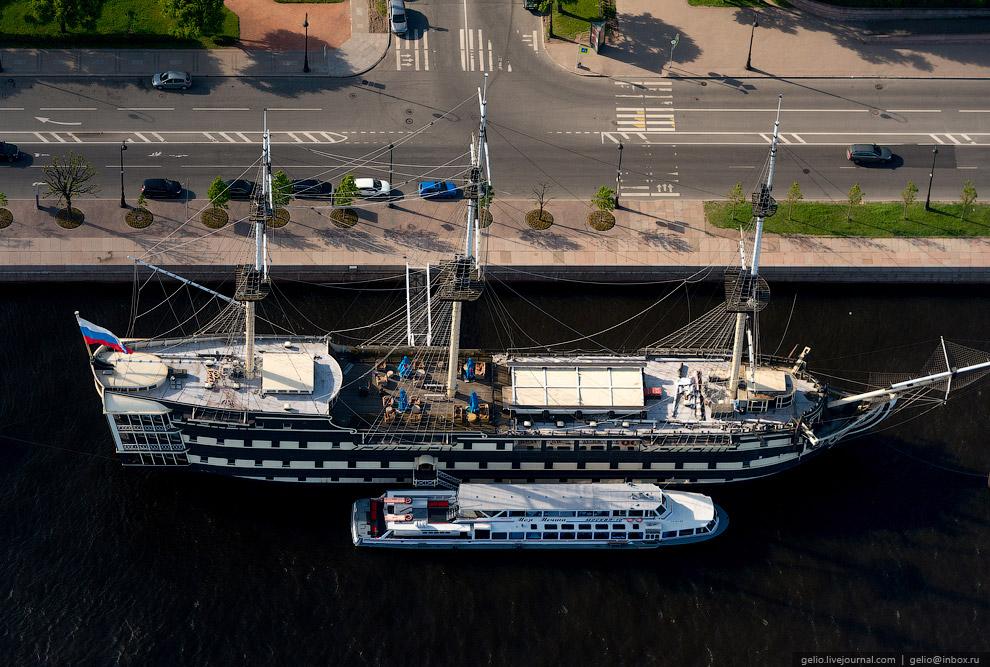 Фрегат «Благодать». Историческая реконструкция трехпалубного линейного корабля конца XVIII столетия. Используется как плавучий ресторан.