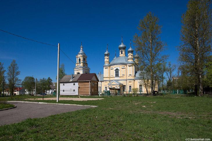 Ильинская церковь начала 19-го века при въезде со стороны Москвы