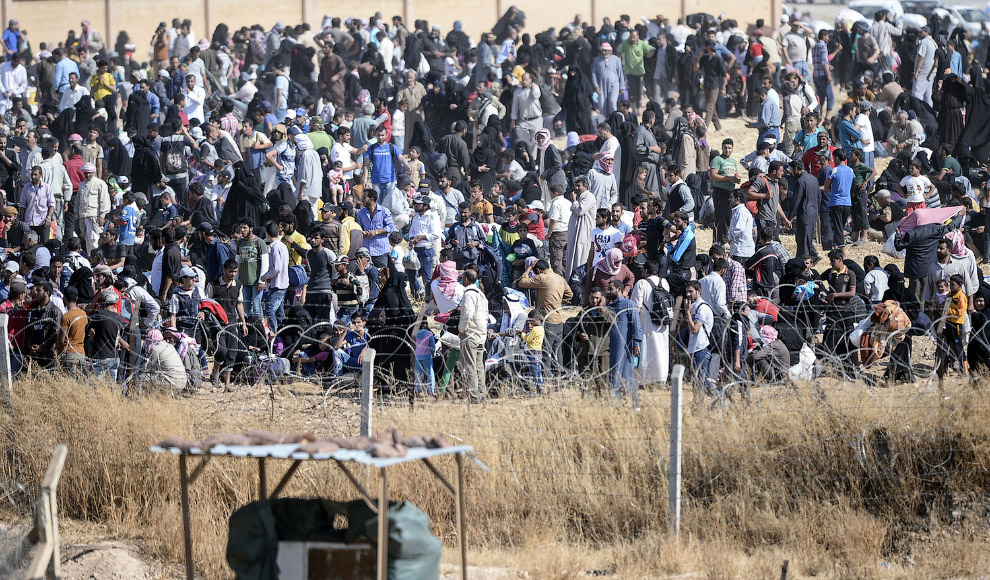 Тысячи сирийцев, бегущих от войны из города Таль Абьяд