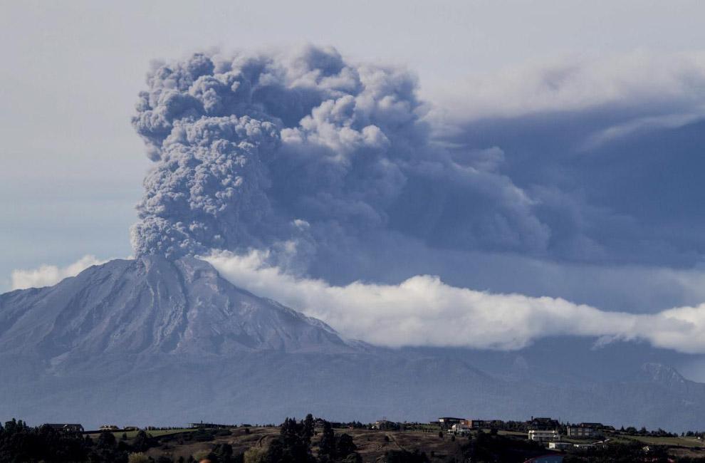 Извержение вулкана Кальбуко в Андах на территории Чили