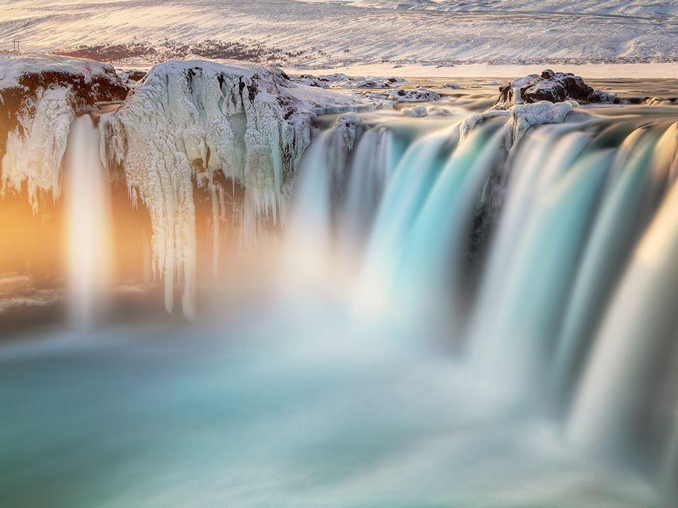 Годафосс — один из самых известных водопадов Исландии, находящийся на севере острова