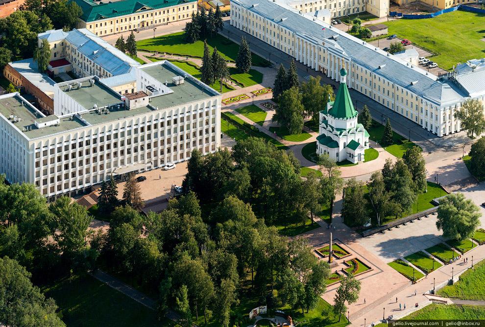 Кремль, корпус 1, в котором сидит губернатор Нижегородской области.
