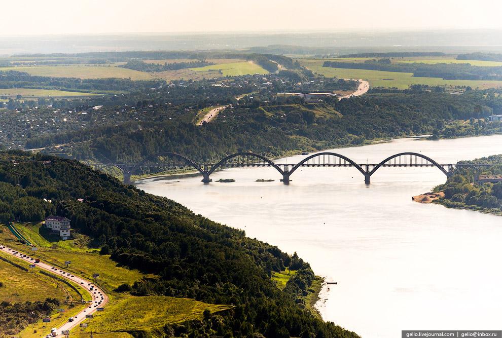 Сартаковский железнодорожный мост через реку Оку.