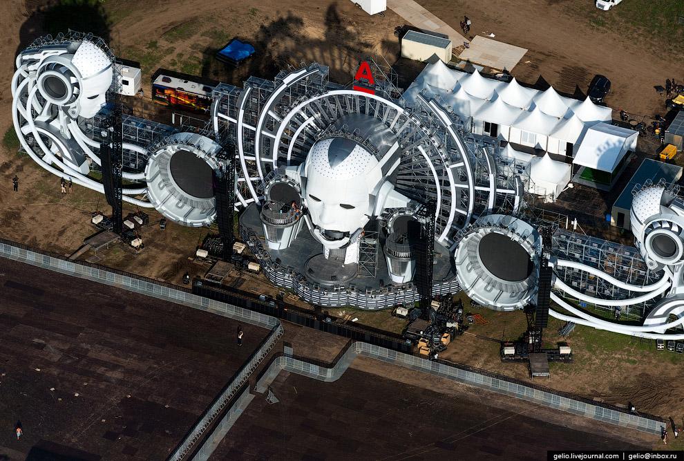Главная сцена фестиваля электронной музыки и технологий Alfa Future People.