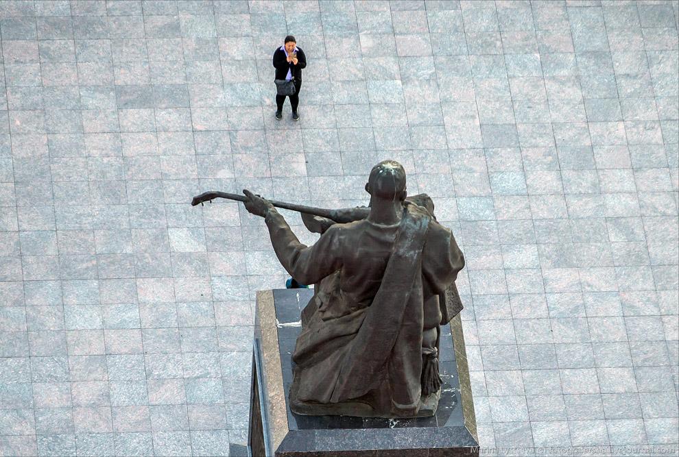 Памятник казахскому народному музыканту, композитору, домбристу Курмангазы Сагырбаеву