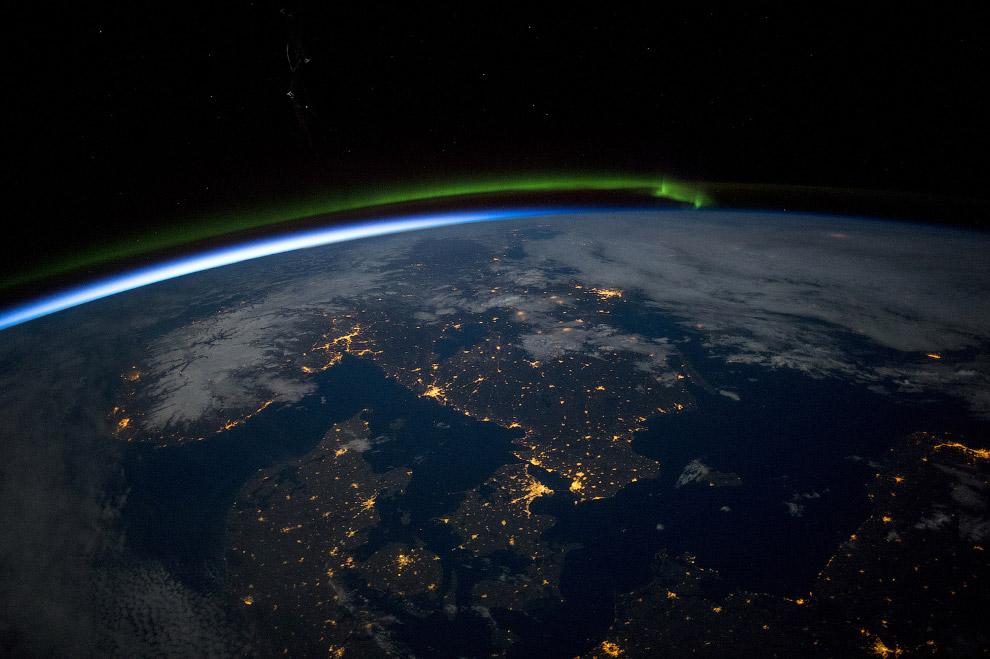 Скандинавия из космоса незадолго до полуночи