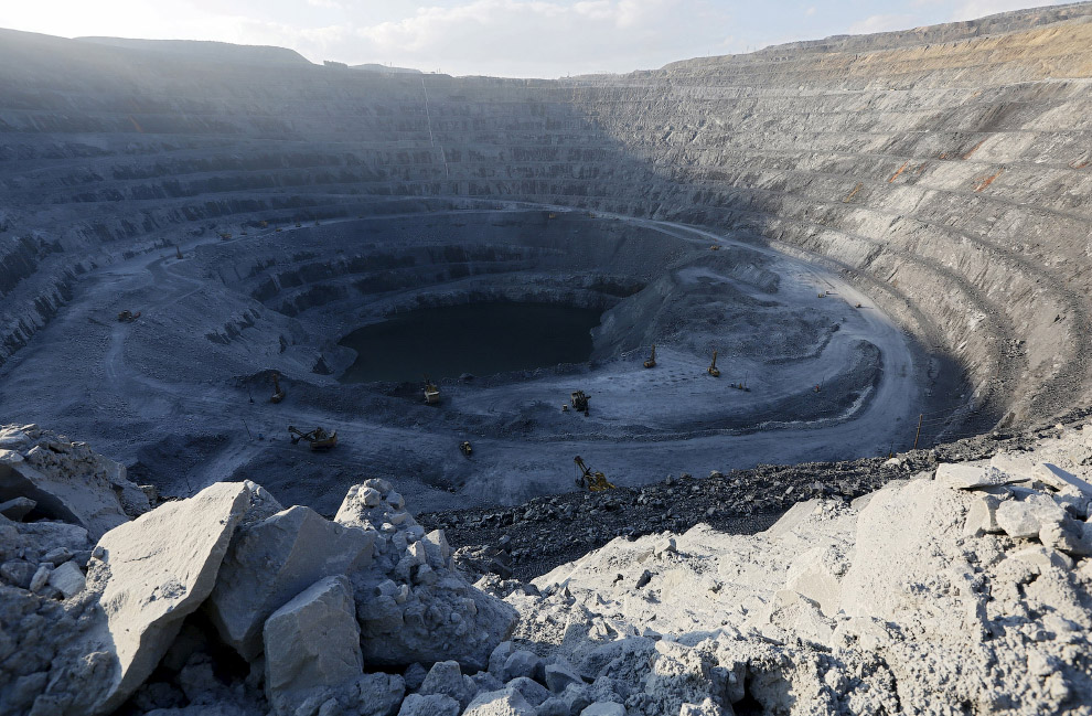 Общий вид на карьер Восточный золоторудного месторождения Олимпиада