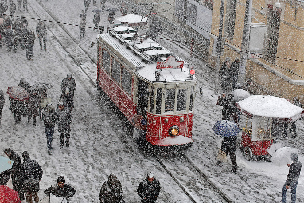 Снегопад в центре Стамбула
