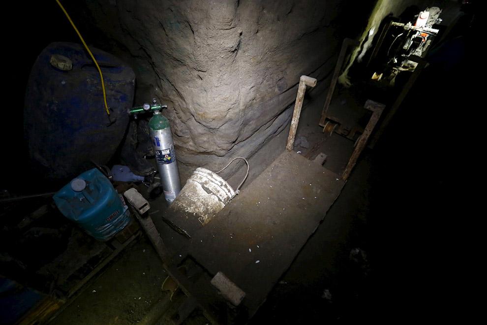 Кислородные баллоны в подземном тоннеле