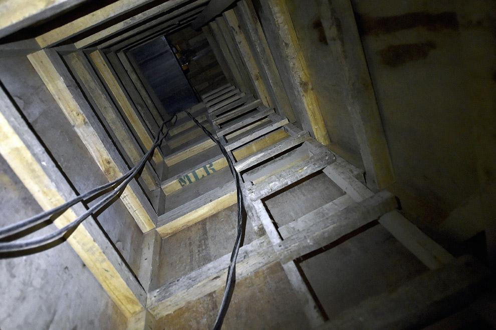 Спустя 1.5 км подземный тоннель заканчивается