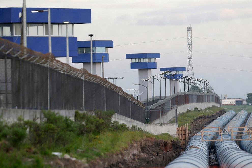 Периметр тюрьмы «Альтиплано» и сторожевые вышки