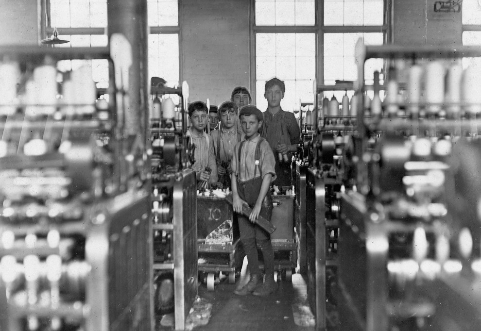 Рабочие на прядильных станках