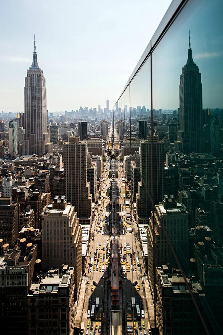 Взгляд на 6-й авеню в сторону One World Trade Center