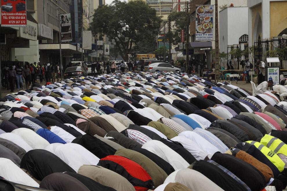В какую сторону молиться мусульманину чётко определено — в сторону Мекки или Каабы