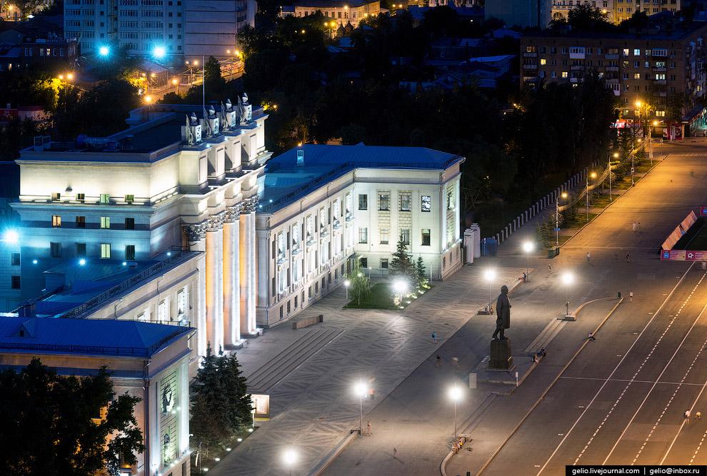 Самарский академический театр оперы и балета и памятник Кубышеву