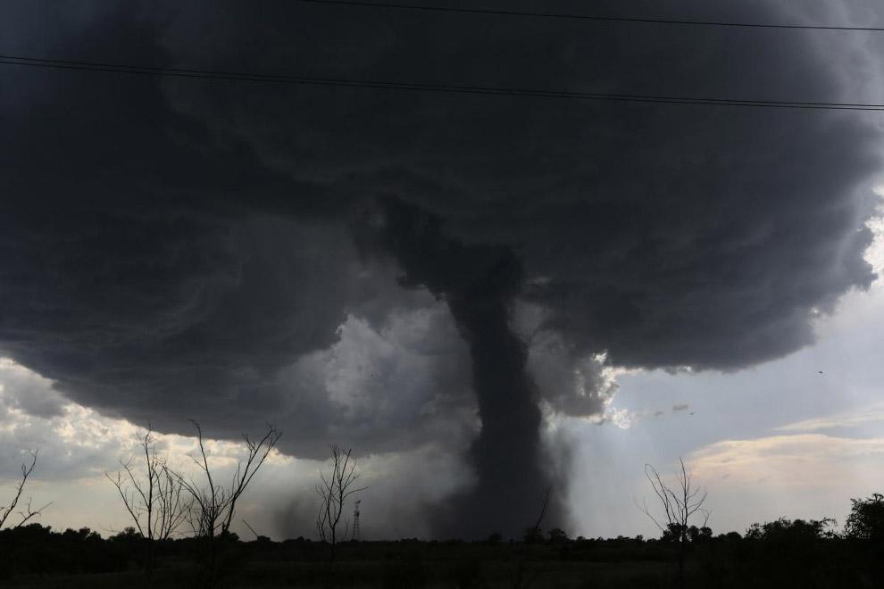 Торнадо в небе над Канзасом