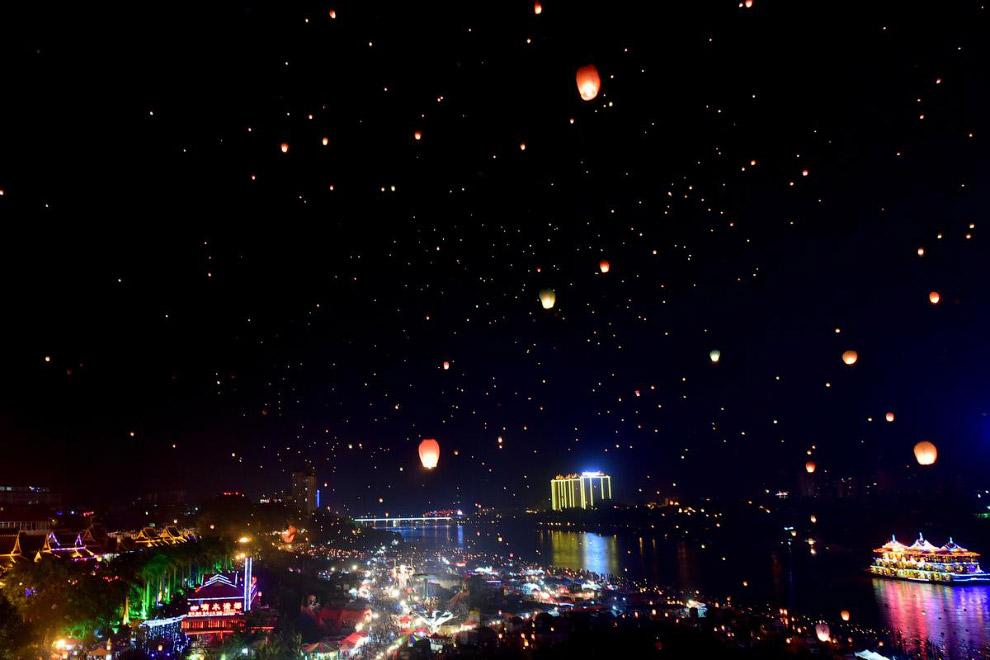 Небесные фонарики в юго-западной провинции Китая Юньнань