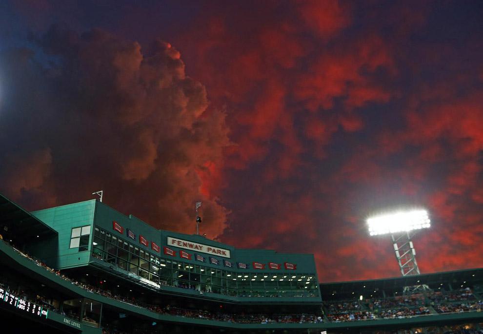 Грозовые тучи в Бостоне во время заката