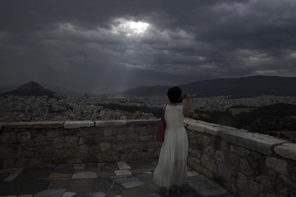 Свет сквозь облака в Афинах