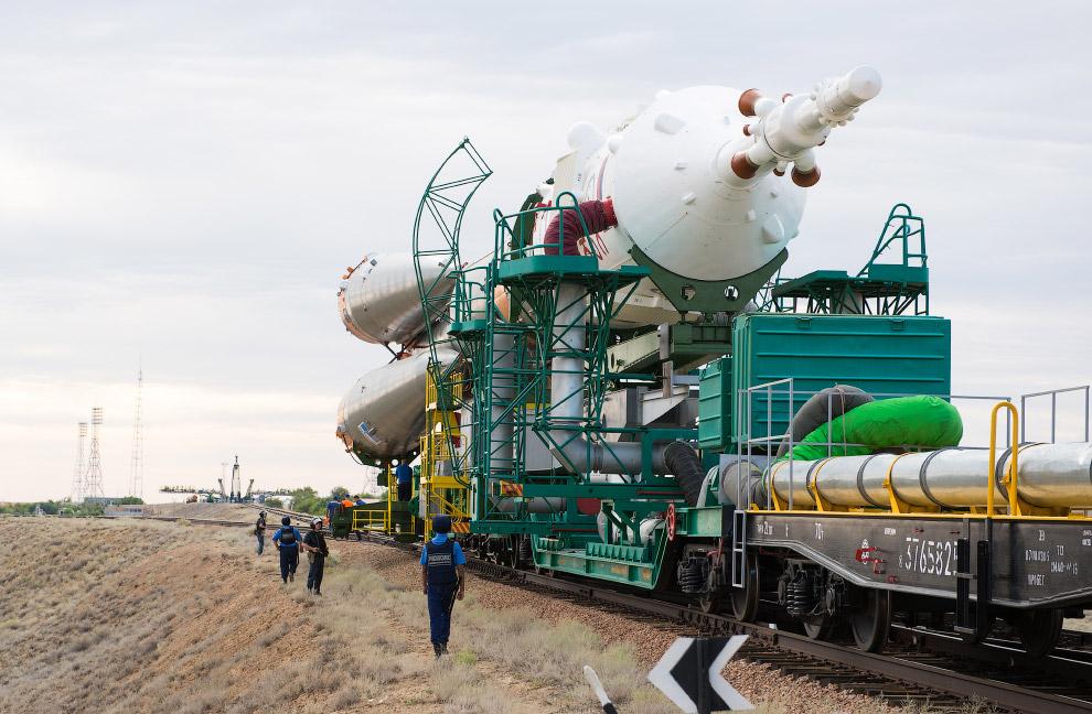 Ракета-носитель с транспортным кораблем «Союз-ТМА 17М»