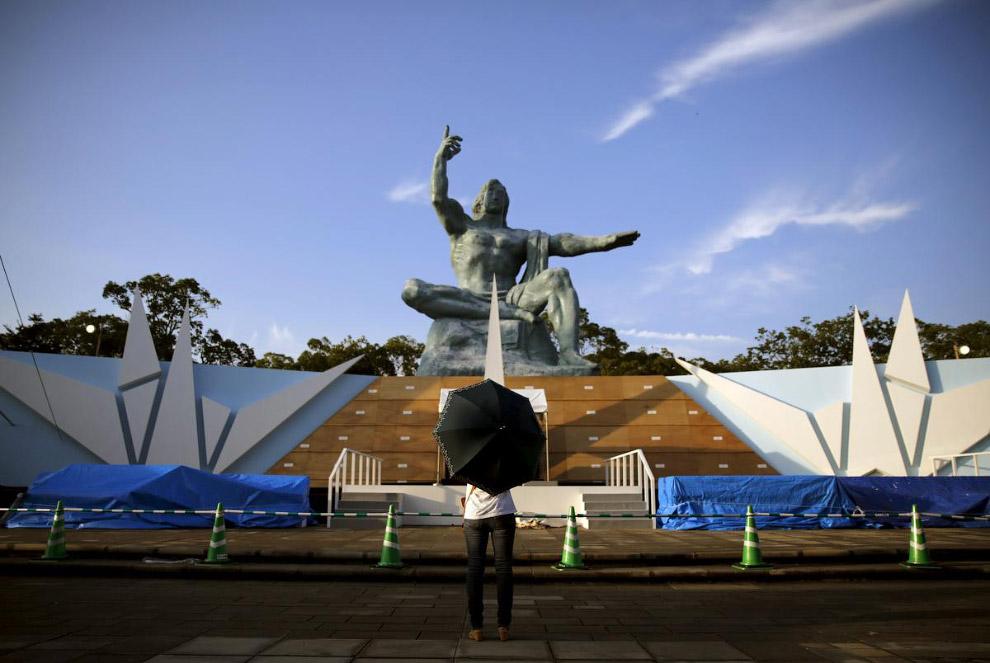 Мемориальный парк Мира в Нагасаки, построенный в память об атомной бомбардировке города