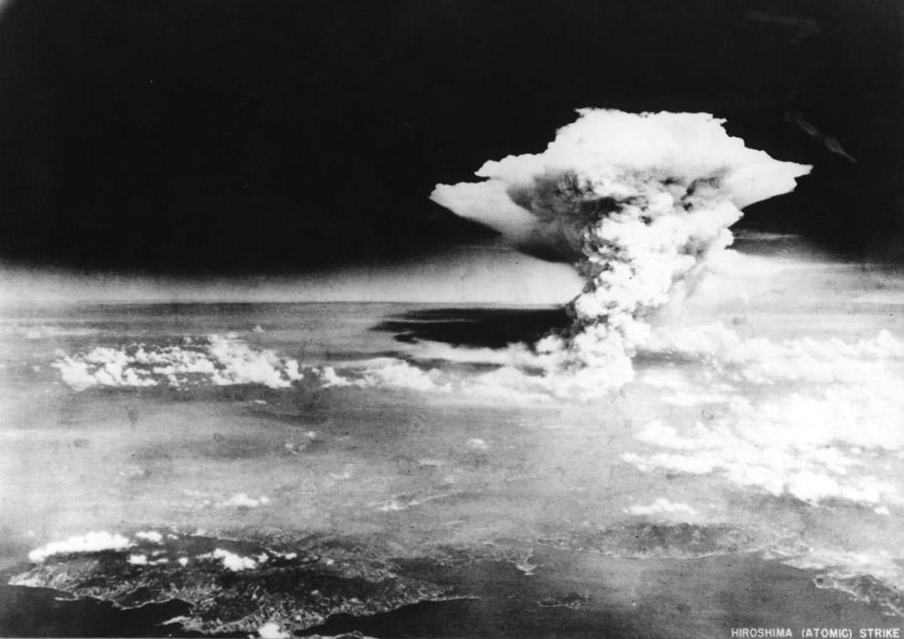 Гриб от взрыва атомной бомбы в Хиросиме