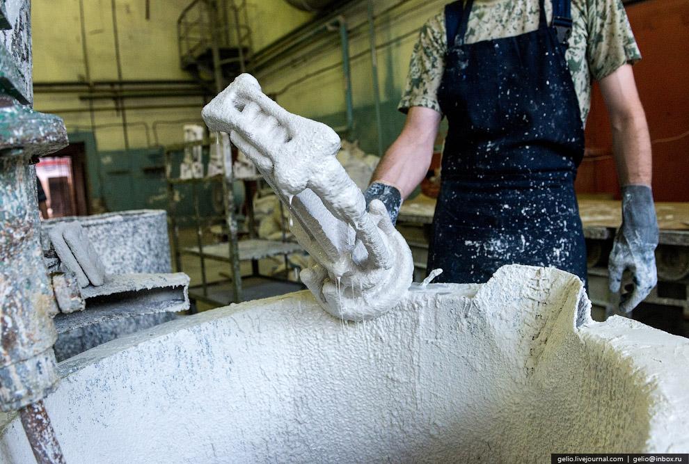 Нанесение керамики на модель лопаток.
