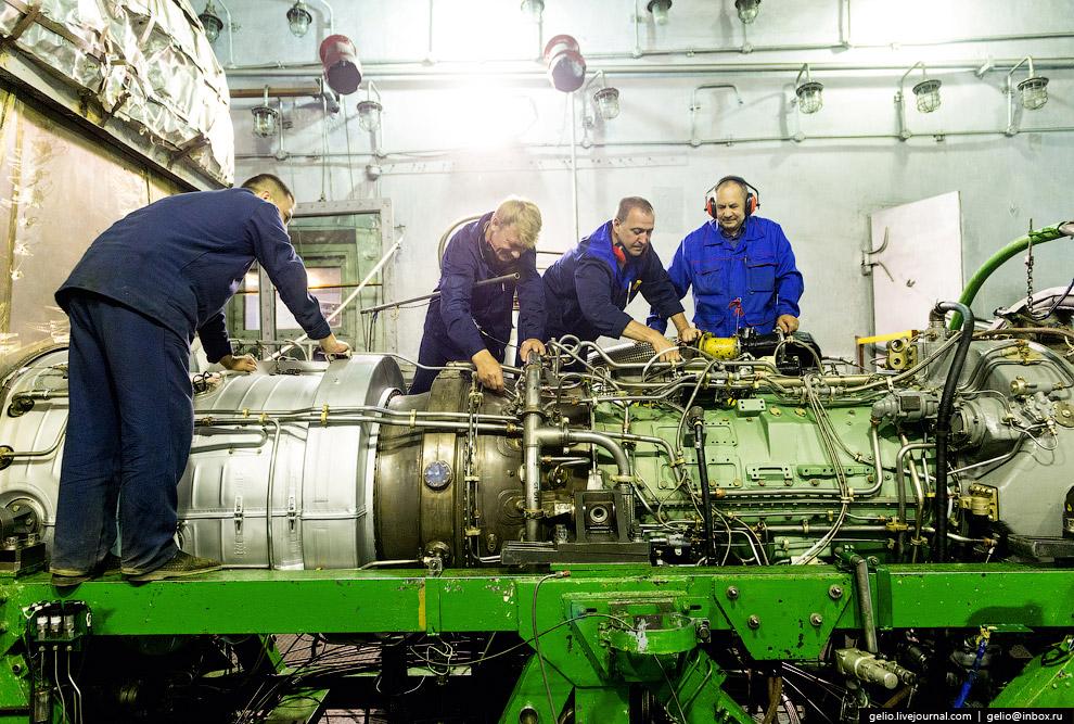 Монтаж двигателя НК-14СТ на испытательный стенд.