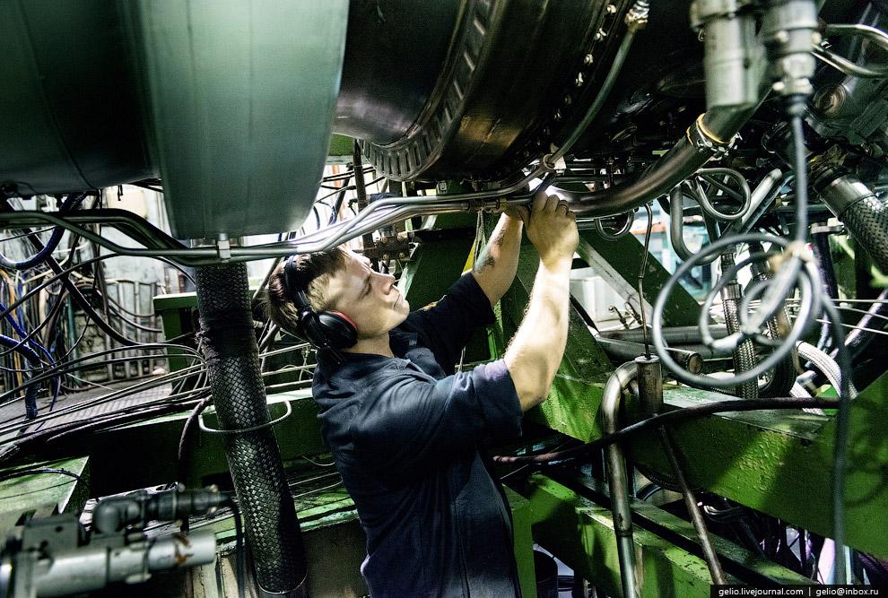 Подстыковка маслоситемы к двигателю для проведения испытаний.