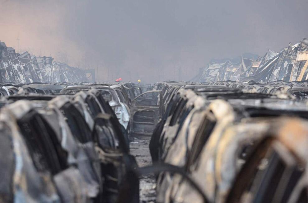 Ряды сгоревших машин