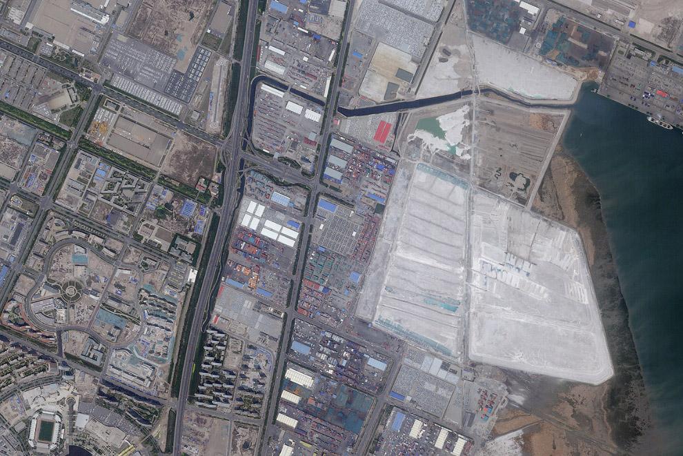 Спутниковые фотографии одного и того же места до и после взрыва