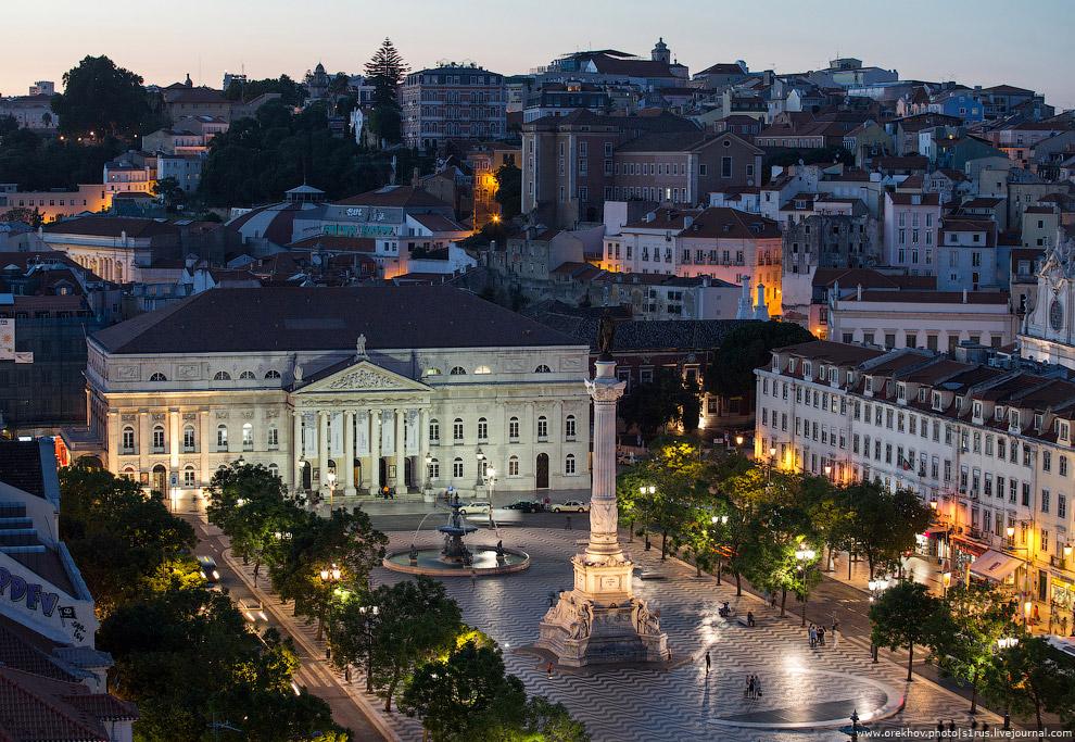 Площадь Росу и национальный театр королевы Марии II.