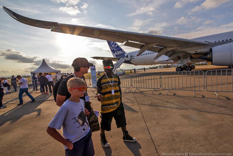 Посетители авиасалона