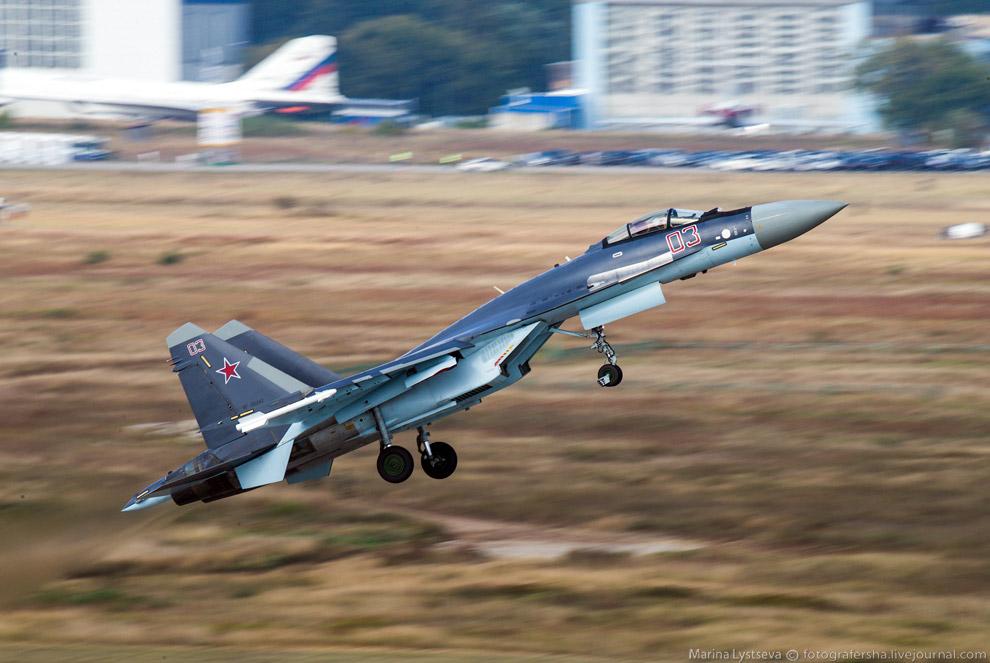 Су-35 пилотирует Юрий Ващук
