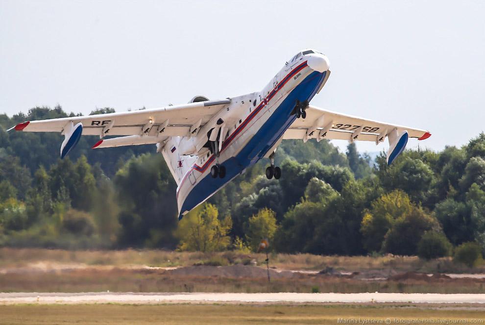 Российский самолёт-амфибия (летающая лодка) Бе-200